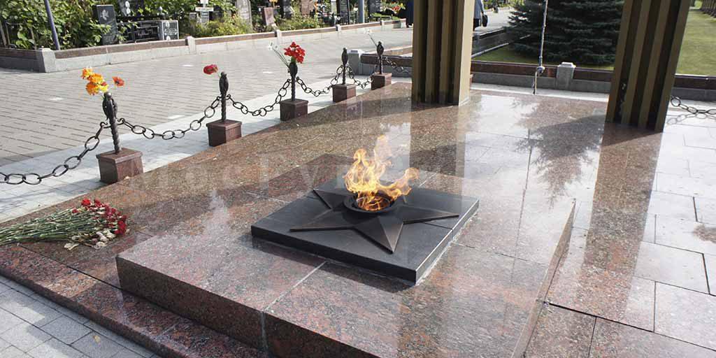 Преображенское кладбище - вечный огонь памяти красноармейцев